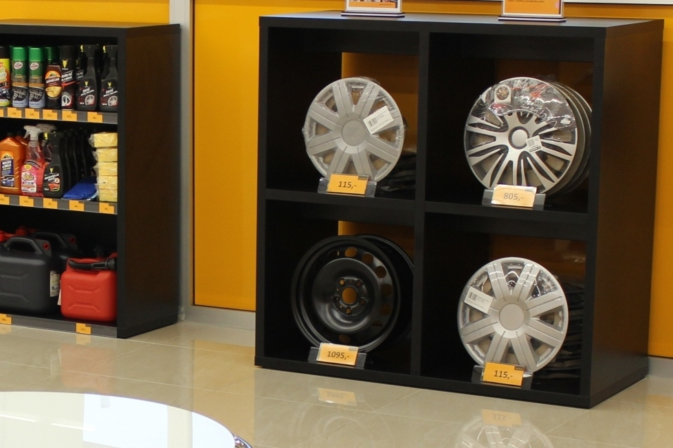 BestDrive store in Czech Republic stand on tires